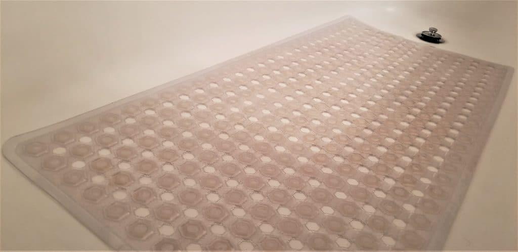 baby proofing hacks- childproofing the bathtub floor